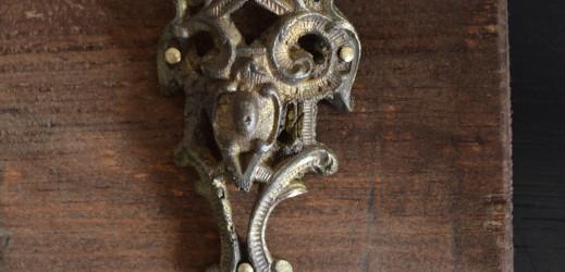 porte bijoux avec des anciens décors en bronze